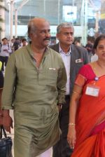 Rajnikant snapped at Airport on 7th April 2015 (6)_5524f1d296a84.JPG