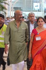 Rajnikant snapped at Airport on 7th April 2015 (5)_5524f1d199975.JPG