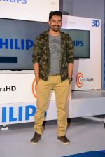 Rannvijay Singh endorse new 4k TV in Bandra, Mumbai on 7th April 2015 (108)_5524f26eefaff.JPG