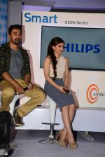 Soha Ali Khan, Rannvijay Singh endorse new 4k TV in Bandra, Mumbai on 7th April 2015 (118)_5524f277f3636.JPG