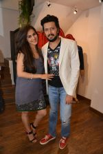 Genelia D Souza, Riteish Deshmukh at Avinash Punjabi store launch in Bandra 190 on 8th April 2015 (45)_5526666ddc0f6.JPG