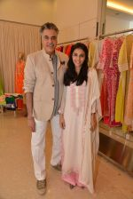 Abu Jani at Abu Sandeep Spring Summer collection launch in kemps Corner, Mumbai on 10th April 2015 (50)_5528ff451ff7e.JPG