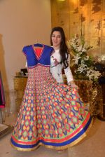 Kehkashan Patel at Abu Sandeep Spring Summer collection launch in kemps Corner, Mumbai on 10th April 2015 (10)_5528ff126af75.JPG