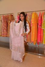 Kehkashan Patel at Abu Sandeep Spring Summer collection launch in kemps Corner, Mumbai on 10th April 2015 (14)_5528ff189914f.JPG