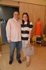 Sandeep Khosla at Abu Sandeep Spring Summer collection launch in kemps Corner, Mumbai on 10th April 2015 (62)_5528ff359f7a8.JPG