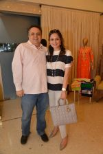 Sandeep Khosla at Abu Sandeep Spring Summer collection launch in kemps Corner, Mumbai on 10th April 2015 (63)_5528ff372e79d.JPG
