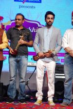 Ayushmann Khurrana, Virender Sehwag at Punjabi Icon Awards in kamalistan on 11th April 2015 (22)_552a64b1a13bf.JPG