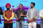 Ayushmann Khurrana, Virender Sehwag at Punjabi Icon Awards in kamalistan on 11th April 2015 (25)_552a64b2e32bf.JPG