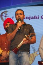 Virender Sehwag at Punjabi Icon Awards in kamalistan on 11th April 2015 (16)_552a64b512ea5.JPG