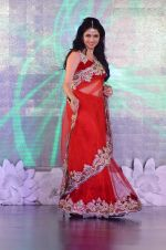 Bhagyashree on ramp for Beti show in J W Marriott on 12th April 2015 (110)_552b940f06573.JPG