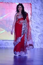 Bhagyashree on ramp for Beti show in J W Marriott on 12th April 2015 (113)_552b941a7f78e.JPG