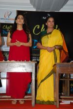 Juhi Chawla, Shabana Azmi at Chalk N Dust mahurat in Malad on 12th April 2015 (36)_552b920fd72da.JPG