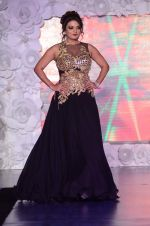 Sheeba on ramp for Beti show in J W Marriott on 12th April 2015 (5)_552b95d3de3a2.JPG