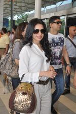 Bhagyashree depart to Goa for Planet Hollywood Launch in Mumbai Airport on 14th April 2015 (113)_552e4d78ae0d1.JPG