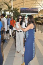 Bhagyashree depart to Goa for Planet Hollywood Launch in Mumbai Airport on 14th April 2015 (112)_552e4d779402d.JPG