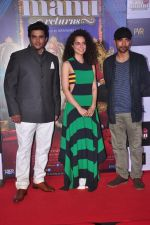 Deepak Dobriyal, Kangna Ranaut, R Madhavan at the First Look launch of Tanu Weds Manu 2 on 14th April 2015 (50)_552e4c12a6c77.JPG