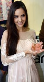 Shazahn Padamsee during the Launch of first Perfume JOEI at Madame showroom, Ambience Mall, gurgaon,Haryana on 14th April 2015 (15)_552e481d57239.JPG