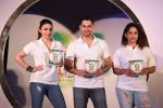 Soha Ali Khan, Kunal Khemu, Masaba at Ariel Share The Load Campaign Launch in Mumbai on 14th April 2015 (20)_552e4fd5634c8.JPG