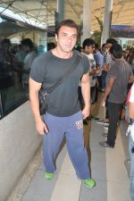 Sohail Khan depart to Goa for Planet Hollywood Launch in Mumbai Airport on 14th April 2015 (8)_552e4e87e1250.JPG