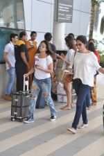 Surily Goel depart to Goa for Planet Hollywood Launch in Mumbai Airport on 14th April 2015 (49)_552e4ecf763df.JPG