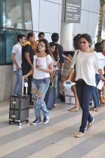Surily Goel depart to Goa for Planet Hollywood Launch in Mumbai Airport on 14th April 2015 (50)_552e4ed0e66a0.JPG