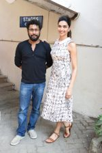 Deepika Padukone,  Shoojit Sircar at Piku Media meet in Mumbai on 16th April 2015 (7)_5530cbe987ea8.JPG