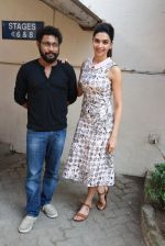 Deepika Padukone,  Shoojit Sircar at Piku Media meet in Mumbai on 16th April 2015 (9)_5530cbeb61e6f.JPG