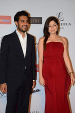 Kanika Kapoor at Grazia young fashion awards red carpet in Leela Hotel on 15th April 2015 (1695)_5530a1325e7d6.JPG