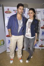 Shraddha Kapoor and Varun Dhawan on the sets of Zee Super Moms in Mahalaxmi on 21st April 2015 (10)_55379d26173c5.JPG