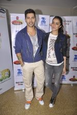 Shraddha Kapoor and Varun Dhawan on the sets of Zee Super Moms in Mahalaxmi on 21st April 2015 (6)_55379d23580a6.JPG
