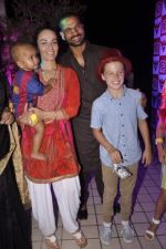 Shikhar Dhwan snapped with wife and kids at RED FM bash for Sunrisers Hyderabad team in Lower Parel on 26th April 2015 (36)_553de456730fa.JPG