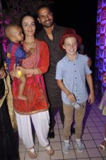 Shikhar Dhwan snapped with wife and kids at RED FM bash for Sunrisers Hyderabad team in Lower Parel on 26th April 2015 (37)_553de4584a104.JPG