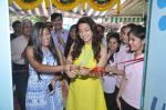 Juhi Chawla launch skin clinic in Parle, Mumbai on 28th April 2015 (39)_55408070e2066.JPG