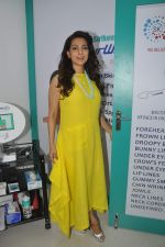 Juhi Chawla launch skin clinic in Parle, Mumbai on 28th April 2015 (43)_5540807608f43.JPG