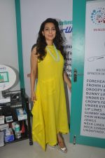 Juhi Chawla launch skin clinic in Parle, Mumbai on 28th April 2015 (44)_55408077866cf.JPG