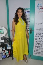 Juhi Chawla launch skin clinic in Parle, Mumbai on 28th April 2015 (46)_5540807a52b67.JPG