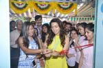 Juhi Chawla launch skin clinic in Parle, Mumbai on 28th April 2015 (38)_5540806ee211d.JPG