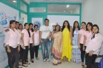 Sohail Khan and Juhi Chawla launch skin clinic in Parle, Mumbai on 28th April 2015 (21)_554080b42378e.JPG