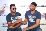 Harbhajan Singh at Mumbai Indians team visit Vero Moda store on 29th April 2015 (51)_554217a3a0af2.JPG