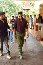 Akshay Kumar snapped to promote Gabbar Carzonrent on 1st May 2015