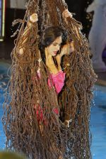 Bruna Abdullah on location of a film called Robinhood Ke Potte at Panchagani (2)_554373cc1d7f9.JPG
