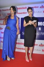 Madhuri Dixit at the launch of Leena Mogre fitness book in Bandra, Mumbai on 30th April 2015 (76)_55437914c22ba.JPG