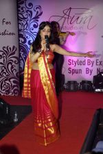 Shibani Kashyap at Aura Studio Saree fashion show in F Bar on 30th April 2015