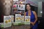 at the launch of Leena Mogre fitness book in Bandra, Mumbai on 30th April 2015 (8)_55437956a1ed0.JPG