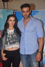 Evelyn Sharma and Navdeep Chabbra at Kuch Locha Hain promotions in andheri, Mumbai on 2nd May 2015 (4)_5546059434f5d.JPG