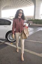Kangana Ranaut snapped as she leaves for Delhi for the National Award ceremony on 2nd May 2015 (11)_554603c3942dd.JPG