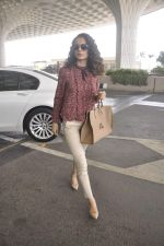Kangana Ranaut snapped as she leaves for Delhi for the National Award ceremony on 2nd May 2015 (14)_554603c83c989.JPG