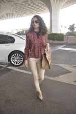 Kangana Ranaut snapped as she leaves for Delhi for the National Award ceremony on 2nd May 2015 (15)_554603c98b372.JPG