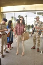 Kangana Ranaut snapped as she leaves for Delhi for the National Award ceremony on 2nd May 2015 (17)_554603cc69b80.JPG