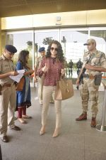 Kangana Ranaut snapped as she leaves for Delhi for the National Award ceremony on 2nd May 2015 (18)_554603cd69937.JPG